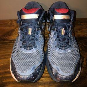Men's new balance shoes size 12.5